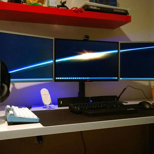Default uncategorized cool neat computer setups and gaming setups with multi hd monitors cool best gaming computer setup design inspirations vertical quintuple monitor gaming setup simple computer